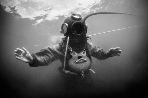 old-diving-suit